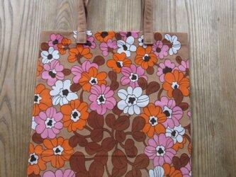 ピンクとオレンジの花のエコバッグの画像