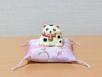 お人形置物用お座布団 西陣織金襴桜色花柄 6cm角の画像