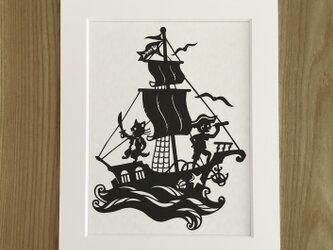 ろくとくろの切り絵「海へ」の画像