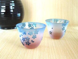 桜のお猪口【アンバーに水色の桜】の画像