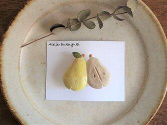 陶器で作った洋梨のブローチ ( 黄色 )の画像