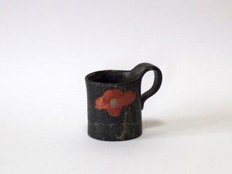小さな紅椿紋カップの画像