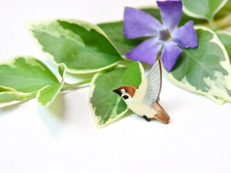 【和紙貼り絵アクセサリー】-スズメのピンブローチの画像