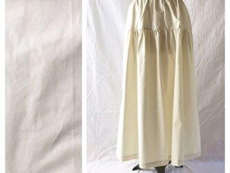 ベーシックな無地ティアードスカート(タイプライター:オフホワイト)の画像