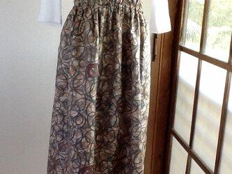 ベージュにオレンジとグレーの素敵なギャザースカートの画像