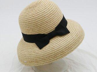かわいい大人のスタイル 蝶が結びつくの麦わら帽子の画像