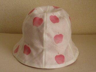 リンゴ柄のチューリップハットの画像