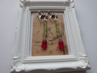 チューリップのイヤリングの画像