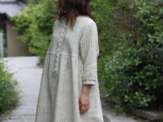 綿麻・七分袖のワンピース・天然染料の画像