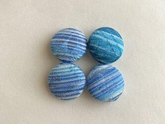 絹手染くるみボタン4個(18mm 青系)の画像