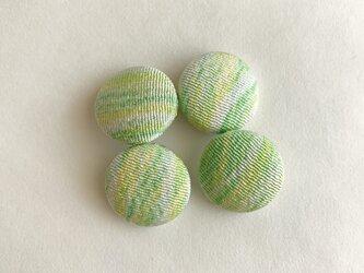 絹手染くるみボタン4個(18mm 薄黄緑)の画像