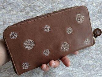 刺繍革財布『SHABON』ミルクチョコレート×きなり(牛革)ラウンドファスナー型の画像