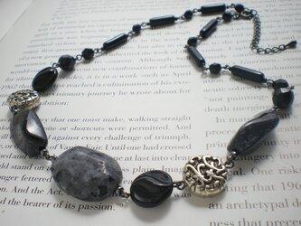黒斑石銀丸文散拵*ブラックラブラドライトのネックレスの画像