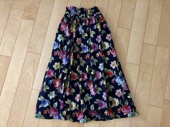 マルチカラー花柄スカート(黒地)の画像