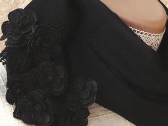 【再販】立体レース 花のコットンストール「マーガレット/2辺」ブラックの画像
