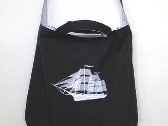 綿/麻リバーシブル ショルダーバッグ 帆船 紺/白の画像