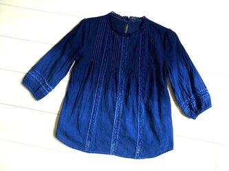 ◆100%自然素材 天然灰汁発酵建て 本藍染◆ コットンレースブラウス グラデーション染めの画像