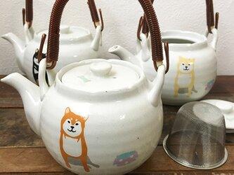 柴犬 粉引き たっぷり急須 磁器 日本茶 ★ 赤柴 白柴 和風ティーポット 茶こし網付き 550mlの画像
