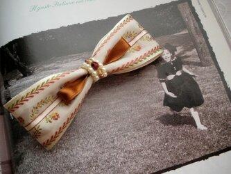 リボンのバレッタ ベージュの画像