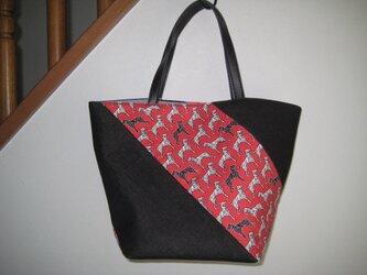 斜めつなぎのトートバッグの画像