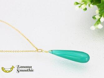 【B】幻想的な美しいエメラルドグリーン!中サイズ グリーンオニキス プレーン 細長ドロップ 14kgfネックレスの画像