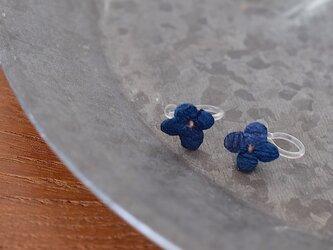 藍染花イヤリングの画像