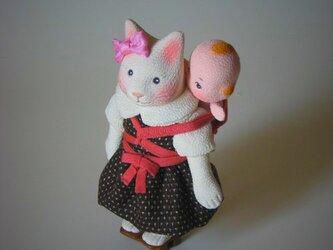 縮緬福猫 おんぶの画像