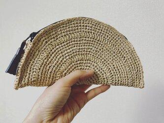 手編み半円ポーチの画像