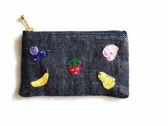 リネンデニムフルーツ刺繍ミニポーチの画像