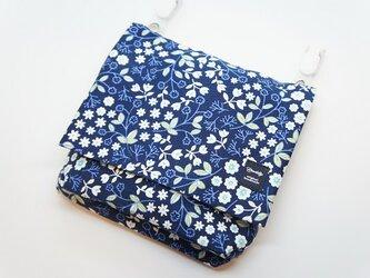 《タオルハンカチも入る大きめ移動ポケット》小花・紺の画像