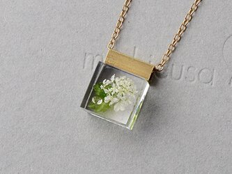紫陽花(あじさい)に見立てたレースフラワーとジルコニアのネックレス14kgf(CZ, レジン, 送料無料)の画像