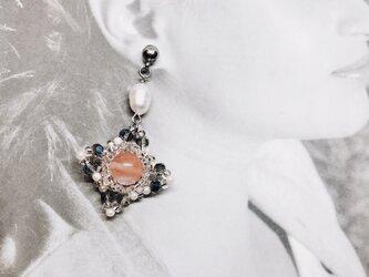 天然石ローズクオーツのヴィンテージ風ピアスの画像