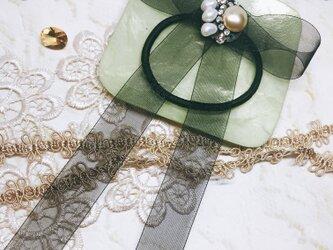 ガラスビーズとパールのチュールリボンヘアゴムの画像