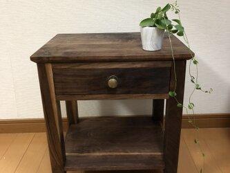 ウォールナット無垢材のサイドテーブル(ナイトテーブル)の画像