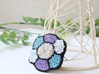 人気のクロエの新色!紫陽花カラーのオートクチュール刺繍ブローチ、お花のステラの画像