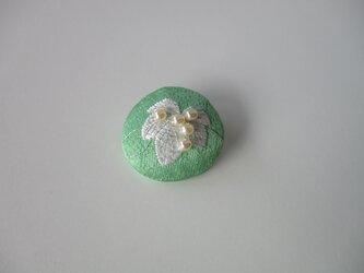 ぶどうのブローチ グリーンの画像