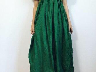 緑好きのためのワンピース(袖あり)の画像