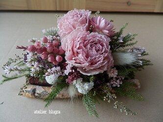 atelier blugra八ヶ岳〜小さな白樺小枝のテーブルアレンジの画像