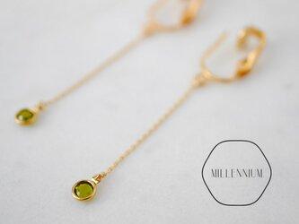 ゆれるヴィンテージスワロフスキーのイヤリング oliveの画像