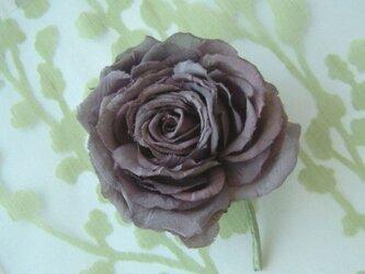 チャコールグレーの薔薇 * シルクデシン製 * コサージュ 髪飾の画像