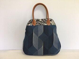 ボストンバッグ ブルーの幾何模様の画像