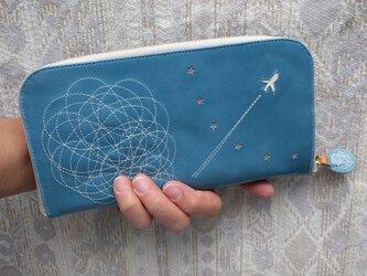 「ひこうき雲」そら色(牛カーフ)ラウンドファスナー型(内布ブルー)の画像