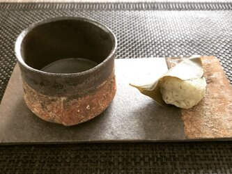 焼締長角台付き板皿の画像