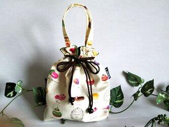 マカロンケーキの巾着バッグの画像