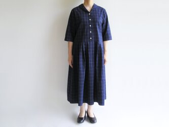 播州織サッカー生地*ヘチマカラーのクラシックなワンピース*紺×白ウィンドウペンチェック(五分袖)の画像