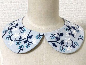 手刺繍つけ襟(水色)の画像