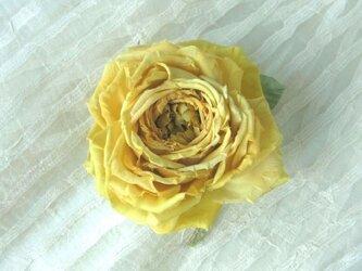 【展示作品】黄色の巻き薔薇 * 2種のシルク製 * コサージュの画像