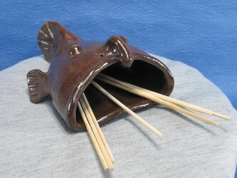 陶器 串入れ 提灯あんこう型 こげ茶 【190505】の画像