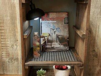 アンティーク木箱のラック(照明付き)の画像