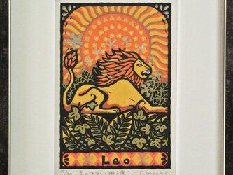 星座の木版画「星のはなしー獅子座」額付きの画像